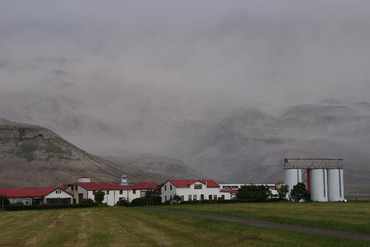 Photo of ashes behind a farm near the Eyjafjallajökull Eruption in Iceland.  Taken in June 2010 (Eyjafjallajokull)