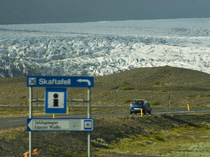 Sign for Skaftafell with the Skaftafellsjökull in background.