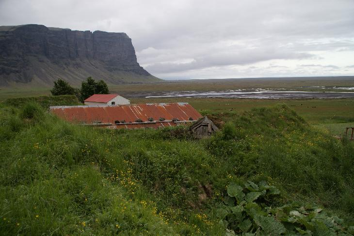 Photo of Lómagnúpur in Iceland with Nupsstadur farm in foreground.