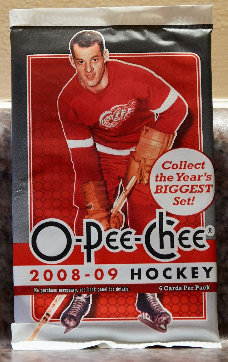 This is the main version of the O-Pee-Chee 2008-2009 card wrapper.  The package cover pictures Gordie Howe from the Detroit Red Wings.