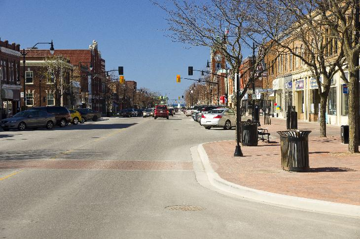 Photo of Hurontario Street in Collingwood Ontario Canada.  Taken at street level looking south.  Photo taken at intersection of Hurontario and 3rd street.
