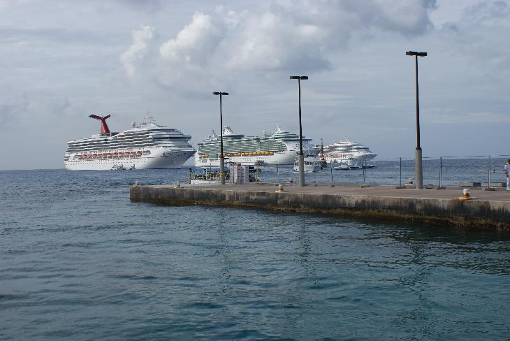 Photo of Carnival Freedom and other cruise ships anchored at Grand Cayman.