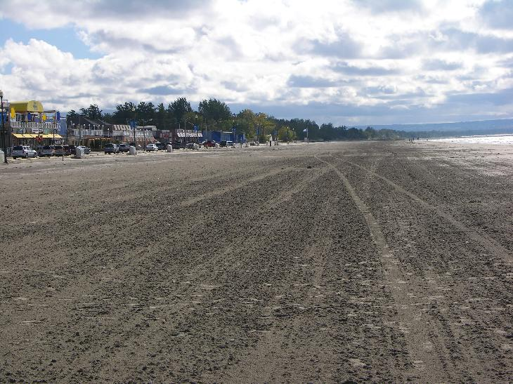 Wasaga Beach looking west along the main beach area.  Taken in September 2007.  Blue Mountain can be seen in the background.