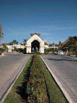 Bahia Principe Akumal - driveway and entrance